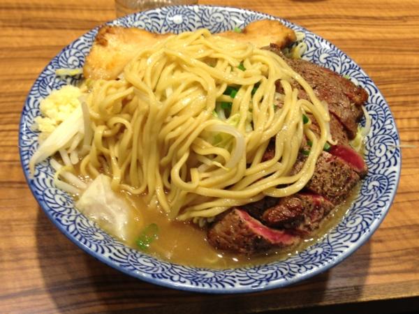 ラーメン燈郎 ラーメン ステーキトッピング 麺