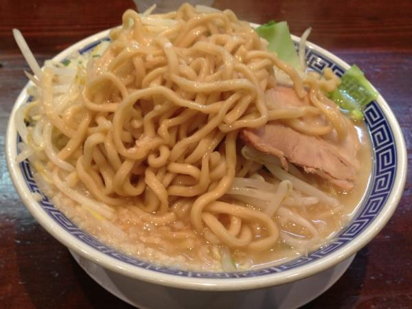 ラーメン無限大 津田沼店 ラーメン(アブラ多め) 麺