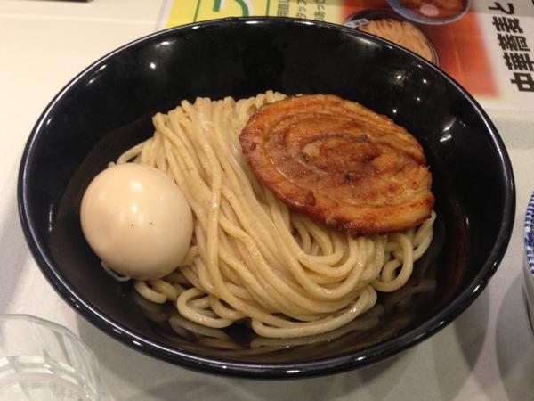 茨島マルハン「ごはんどき」中華蕎麦とみ田 半熟味玉炙りチャーシュー 麺
