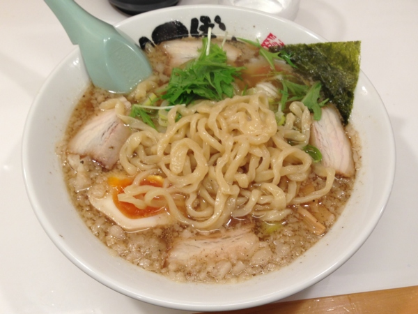 麺屋にぼすけ(大仙市) 背脂極太中華そば 麺