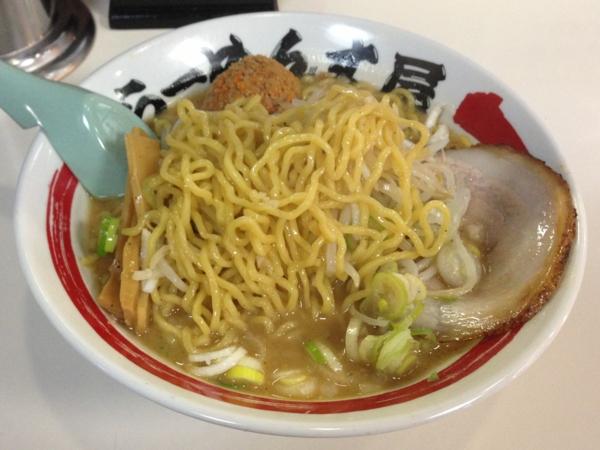 らーめん丈屋美郷店 豚骨味噌らーめん+辛肉爆弾 麺