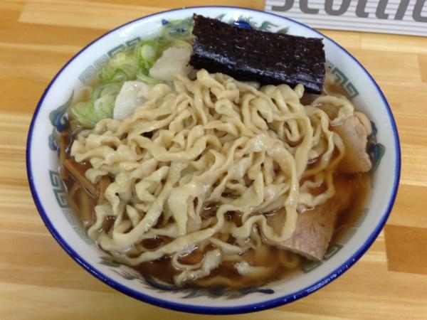 ケンちゃんラーメン秋田店 中華そば(小盛、こい口、油ぽく) 麺