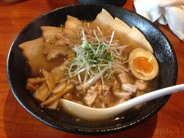 麺屋 居間人 特製しょうゆチャーシュー麺