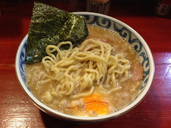 麺屋十郎兵衛 極太背脂味噌 大盛り、麺柔らかめ 麺