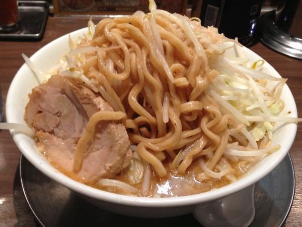 東京ラーメンストリート ジャンクガレッジ 味噌ラーメン(中) 全増し 麺