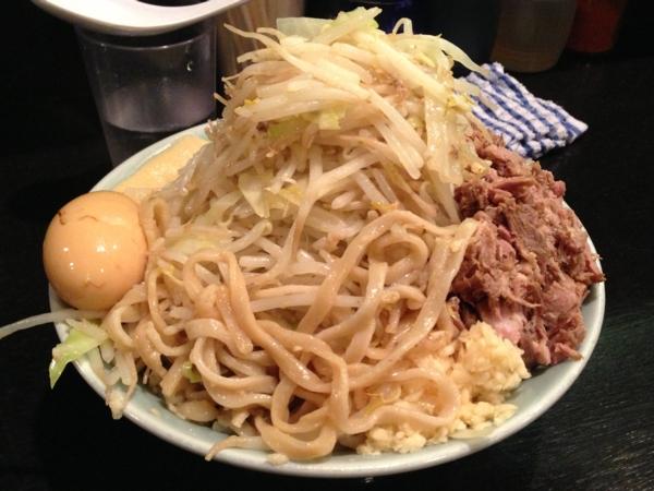 ラーメンマシンガン 汁なしポン酢(大) ニンニク多め 麺