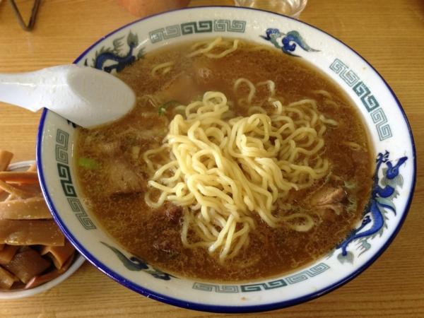 旭川ラーメンさいじょう 伝説の塩ラーメン はじコロチャーシュートッピング メンマ別皿 麺