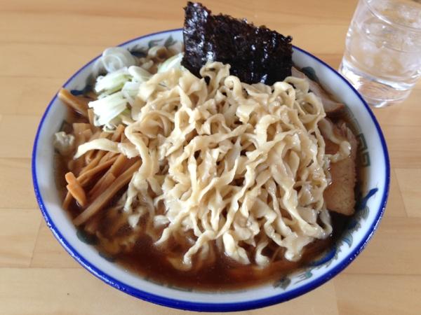 ケンちゃんラーメン秋田店 中華そば小盛、こい口、麺硬め 麺