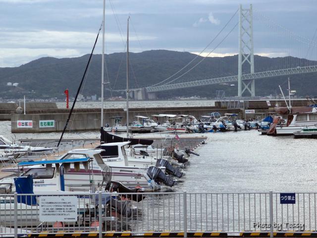 神戸フィッシャリーナと明石大橋