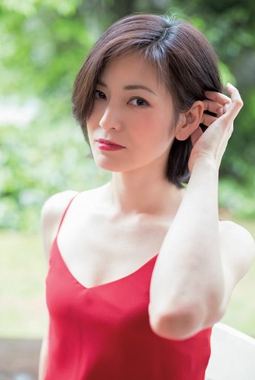 大人AKB塚本まり子のセクシーグラビア画像