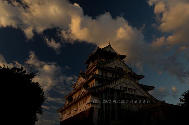 夕日に照らされる大阪城1