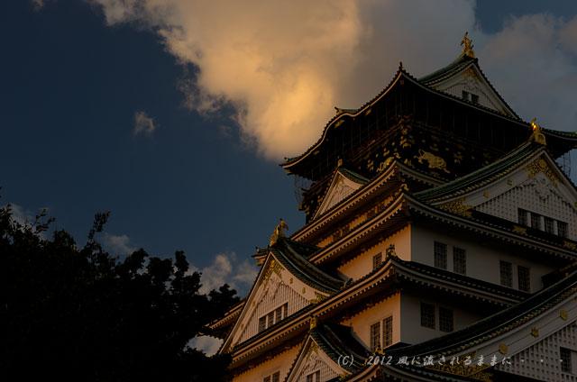 夕日に照らされる大阪城2