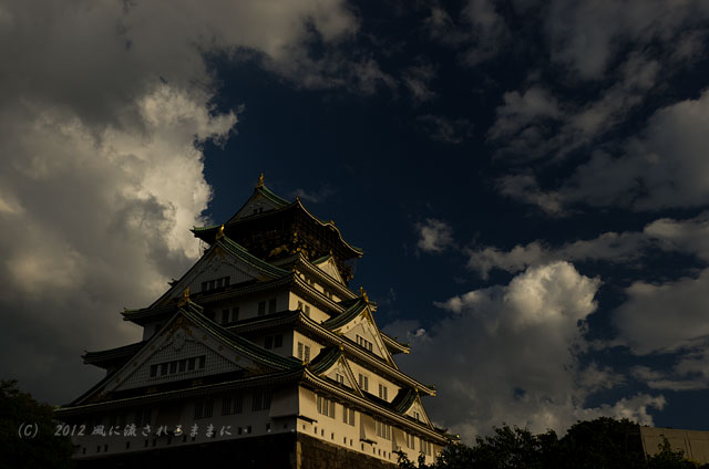 夕日に照らされる大阪城3