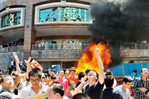 中国デモ放火
