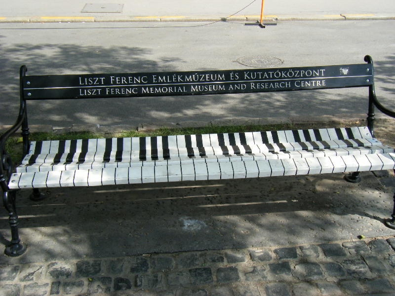 ピアノベンチ