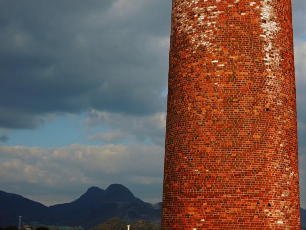 煙突と香春岳_convert_20121226204545