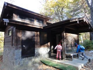 三つ峠入口トイレ