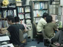 レポート作成中の学生風景24.7.6