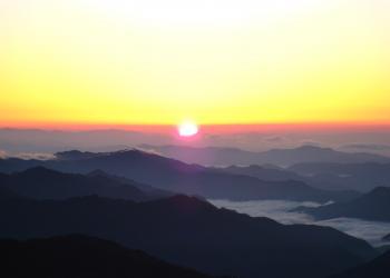 石鎚山山頂の朝日