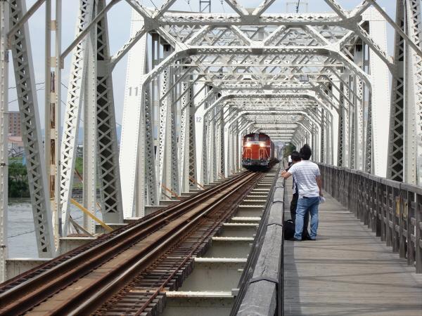 赤川橋梁のDD51