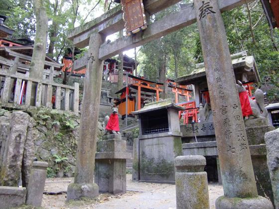 京都伏見稲荷大社で山登り11