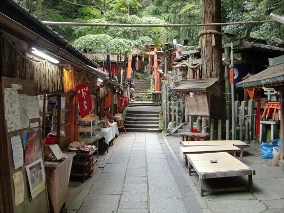京都伏見稲荷大社で山登り20