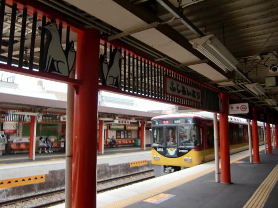 京阪電車で京都伏見へ13
