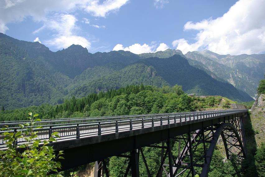 北アルプス大橋と錫丈岳