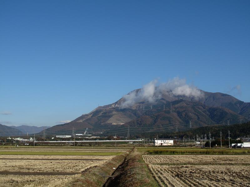 伊吹山と新幹線