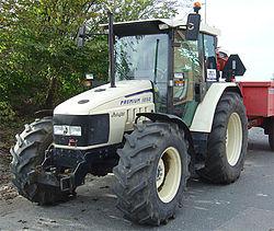 Lamboghini_traktor.jpg