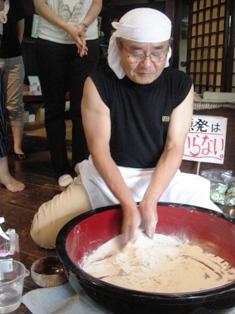 飯館村蕎麦打ち、長正さん