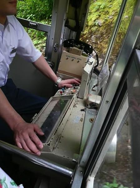 2012.08.04-高野山へ-極楽橋駅のケーブルカー05
