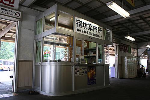2012.08.04-高野山へ-高野山駅 駅舎にて05