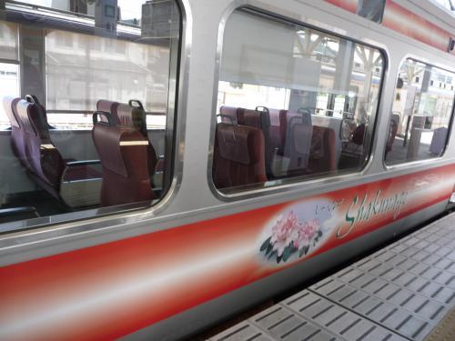2012.08.04-高野山へ-橋本駅の列車02