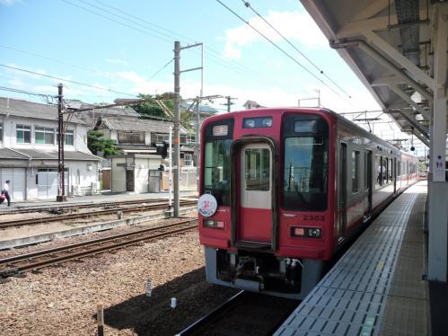 2012.08.04-高野山へ-橋本駅の列車01