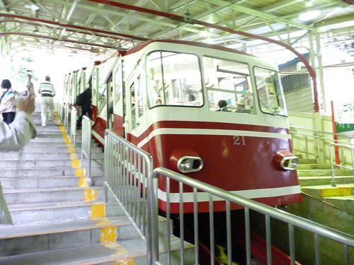 2012.08.04-高野山へ-極楽橋駅のケーブルカー02