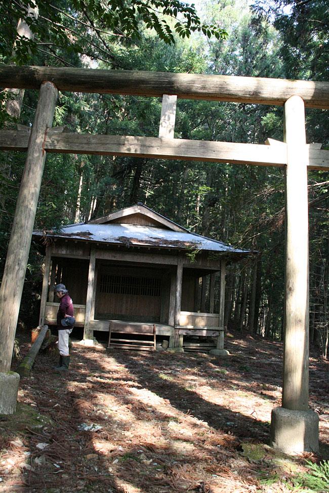 若山・草原大元神社
