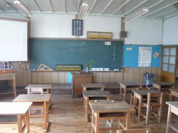 上岡小学校教室