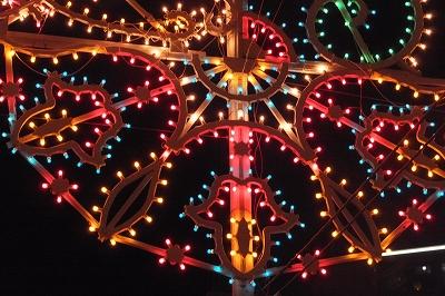 ルミナリエの電球の大きさは同様のLED電飾より粒が大きいそうです。