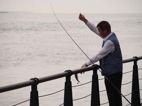 淡水 釣り人