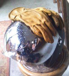 ◇ヘルメットとグローブ