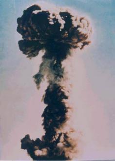 中国第一回核実験20090322200849s