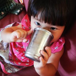 酵素ジューススムージー飲むコニ