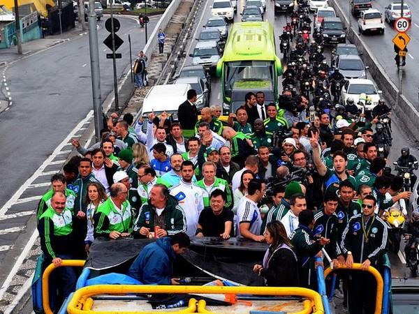Palmeiras-desfile-em-carro-aberto-pelas-duas-de-São-Paulo