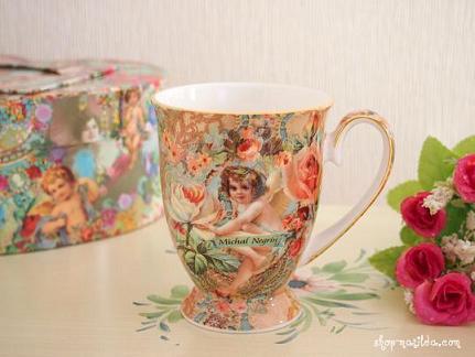 エンジェルのペアのマグカップ