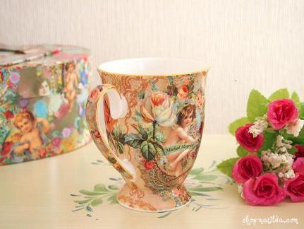 天使のペアのマグカップ