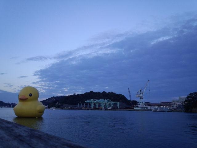 でっかいダックが海に浮いてます