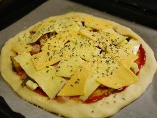 生地から手作り簡単ピザ07