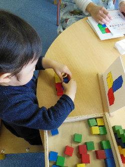 幼児教室MIE 積み木の積み上げ