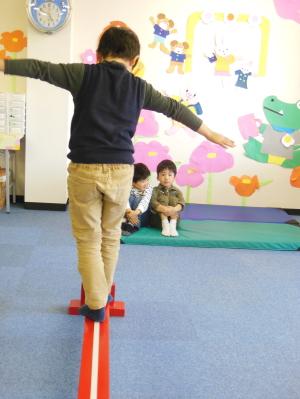 幼児教室MIE 平均台